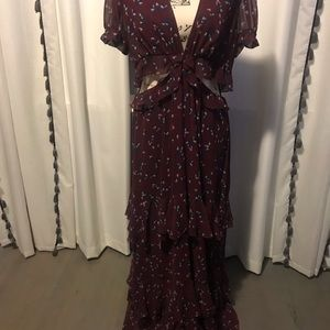 Long dress with opening in the waist